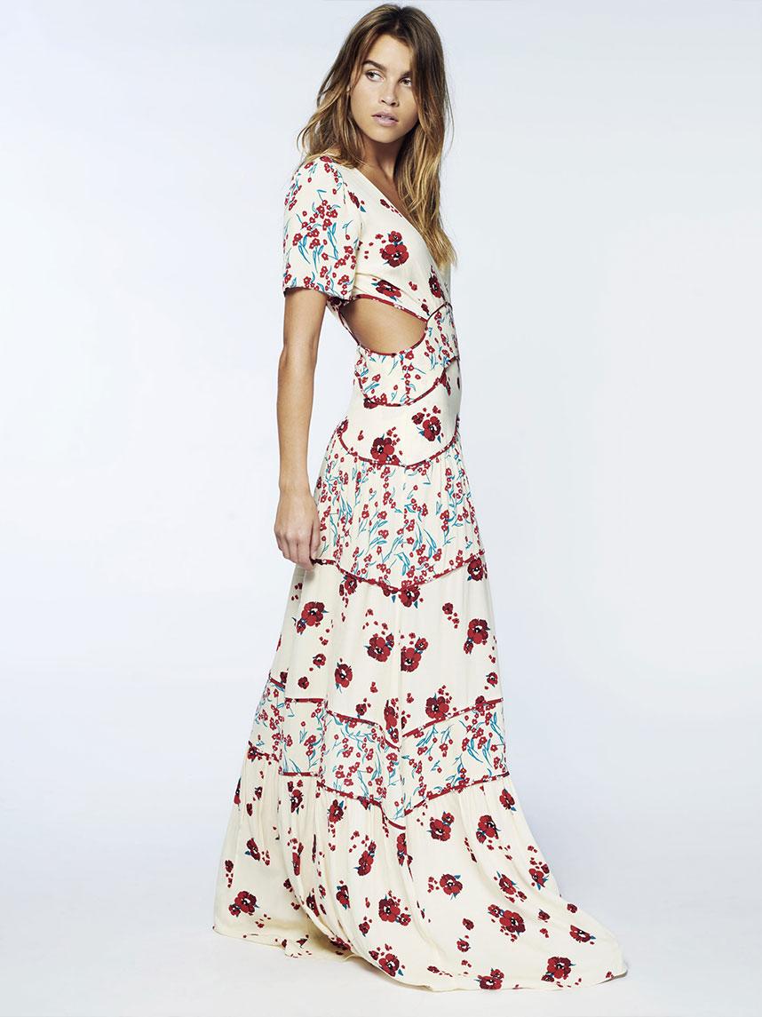 On aime leurs robes version longues ou courtes grâce à leurs matières fines  et aériennes, leurs volants féminins et leurs imprimés ultra,tendances.