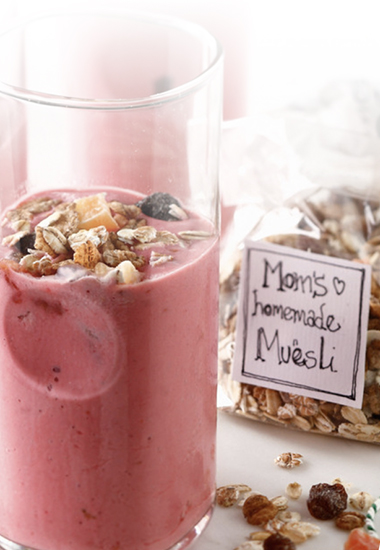 Smoothie fruits rouges, yaourt et céréales